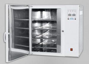 Зображення парового стерилізатора ГК-100-3 з відкритими дверима