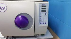 фото медичного парового стерилізатора перед обслуговуванням